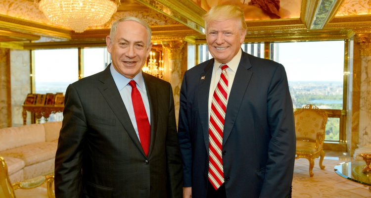 Israeli Prime Minister Benjamin Netanyahu (R) stands next to Republican U.S. presidential candidate Donald Trump during their meeting in New York, September 25, 2016.      Kobi Gideon/Government Press Office (GPO)/Handout via REUTERS